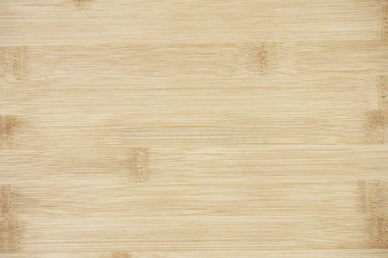 委员会由自然竹木头制成 纹理在淡黄色奶油色米黄棕色