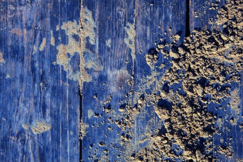 委员会铺沙浅兰木海滩木板走道纹理背景顶视图灰色黄色木葡萄酒的太阳 库存照片