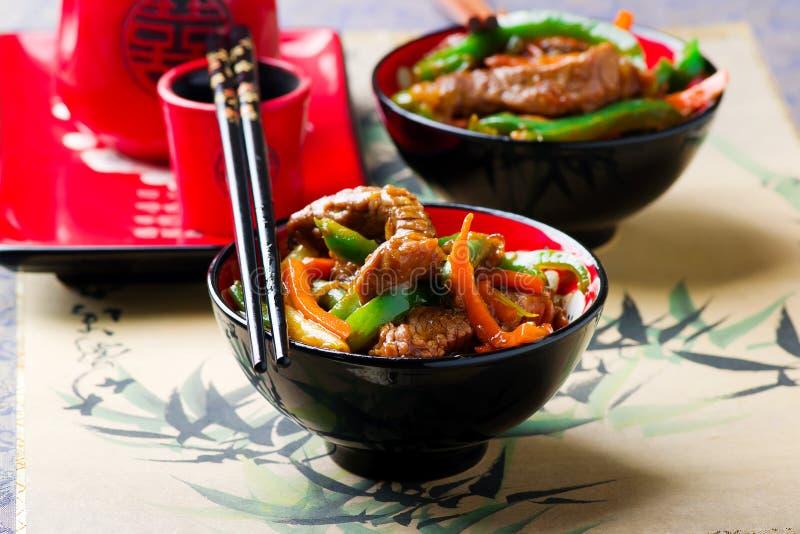 姜调味的牛肉和菜混乱油炸物 免版税库存照片