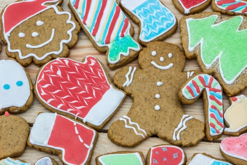 姜饼装饰新年和圣诞节(能使用作为卡片) 免版税库存图片