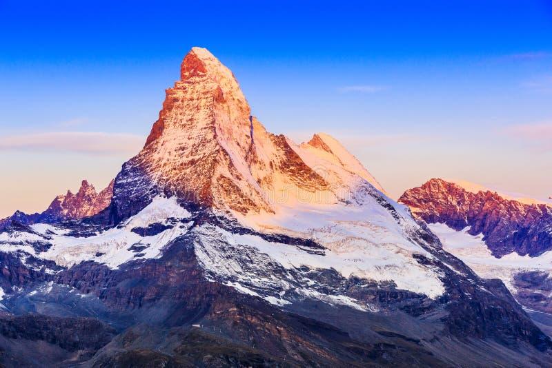 2010威严第7套的便利设施是能欧洲旅馆照片瑞士瑞士被采取他们对传统旅行使用的走是zermatt的旅游业游人 库存照片