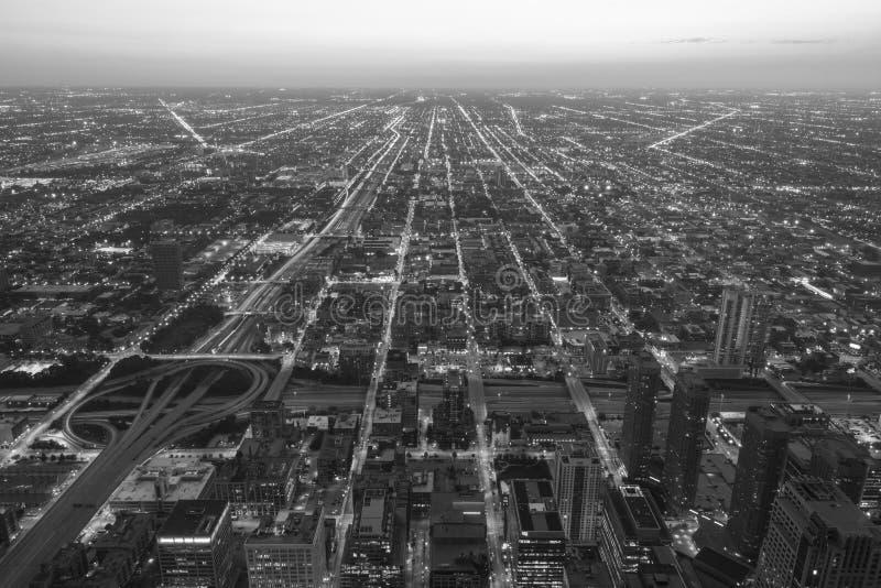 Download 从威利斯塔的夜芝加哥,黑白 库存图片. 图片 包括有 城市, 天空, 云彩, 视图, 投反对票, 夜间, 旅行 - 30330765