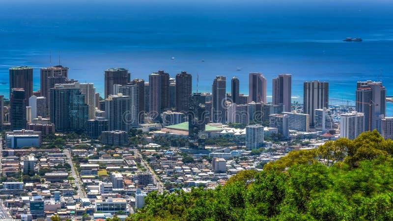 威基基海滩和檀香山 免版税图库摄影