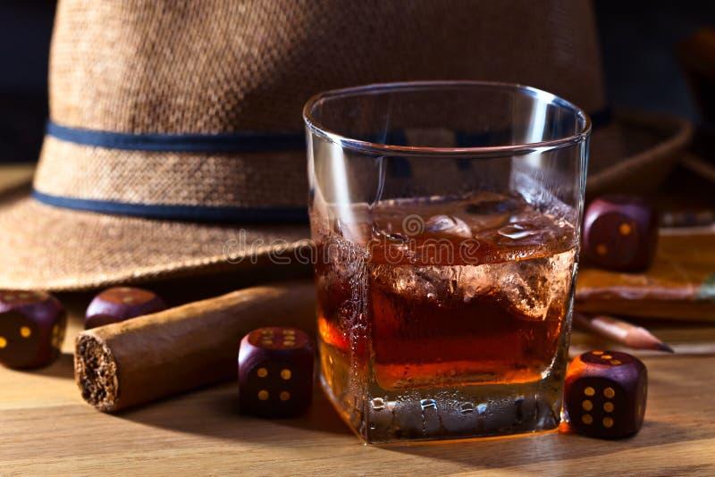 威士忌酒和模子 免版税库存图片