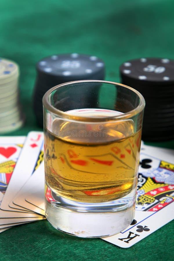 威士忌酒和赌博 免版税库存图片