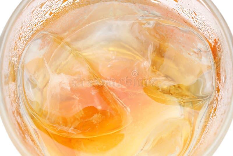威士忌酒或威士忌酒在玻璃的岩石我 免版税库存图片