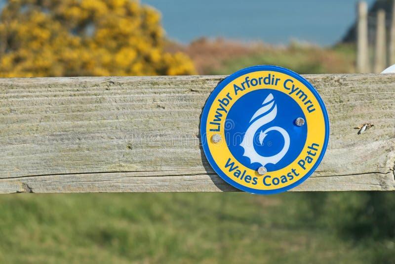 威尔士海岸小径路径路径标志 免版税图库摄影