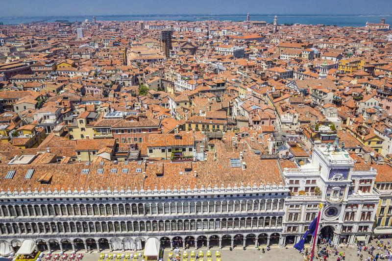 威尼斯、推托宫殿和红瓦顶全景从钟楼圣马可广场圣马克广场的,威尼斯,意大利 库存图片
