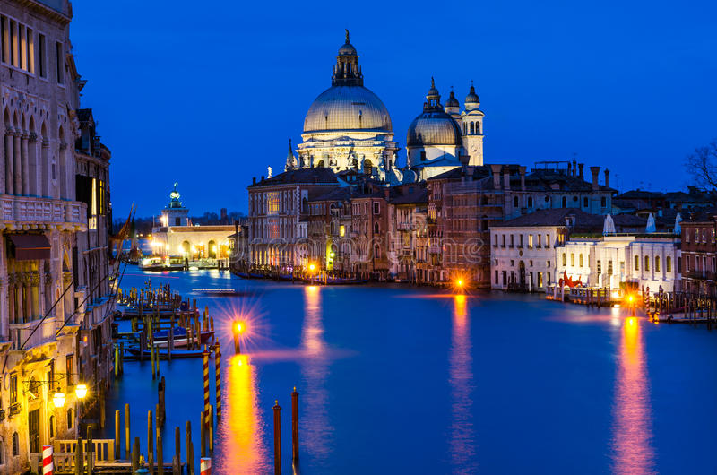 Download 威尼斯大运河在夜之前 库存图片. 图片 包括有 有历史, 节假日, 都市风景, 著名, 运河, 历史, 宗教 - 30332973