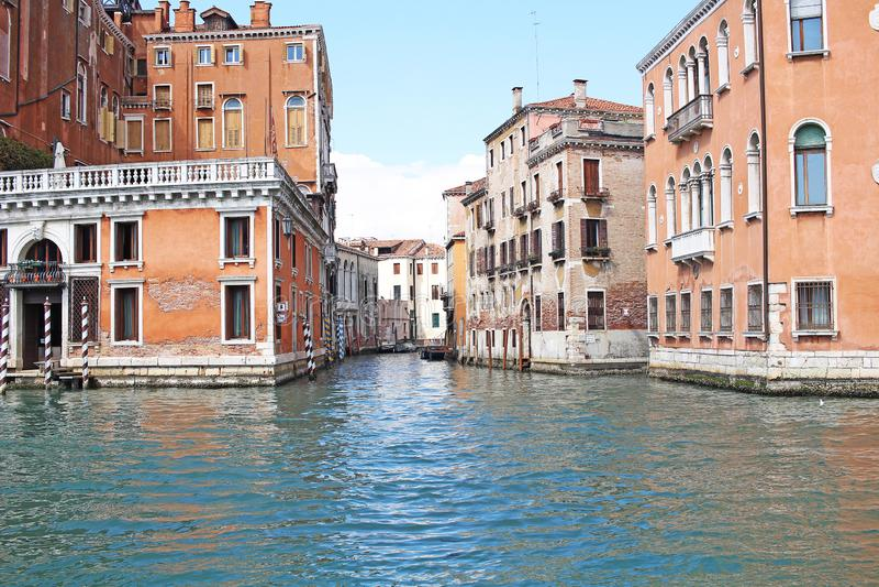 威尼斯威尼斯湾意大利2019行军从船的城市视图 新生大厦在海 免版税库存图片