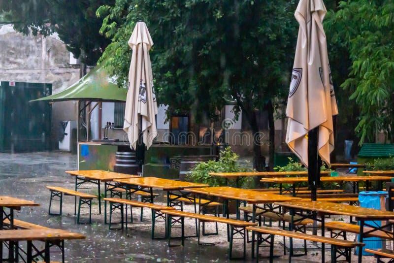 威尼斯式夏天俱乐部被迫在7月关闭由于突然的雨和冰雹 免版税库存图片
