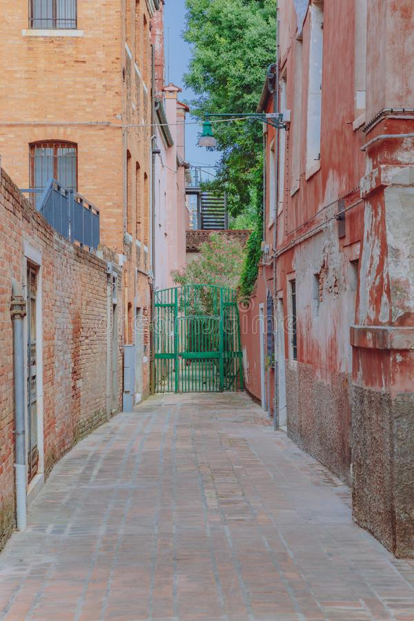 威尼斯式房子和街道在威尼斯,意大利 图库摄影