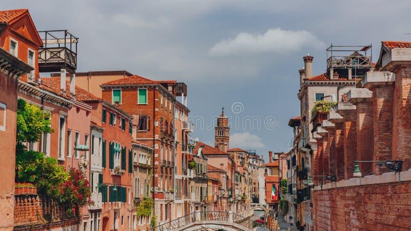 威尼斯式房子和街道在威尼斯,意大利 免版税图库摄影