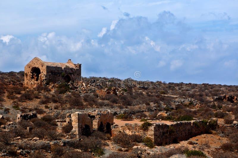 威尼斯式无背长椅希腊语破坏堡垒, Imeri,格拉姆武萨群岛,克利特希腊 免版税库存照片
