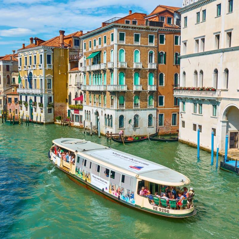 威尼斯式水公共汽车 库存图片