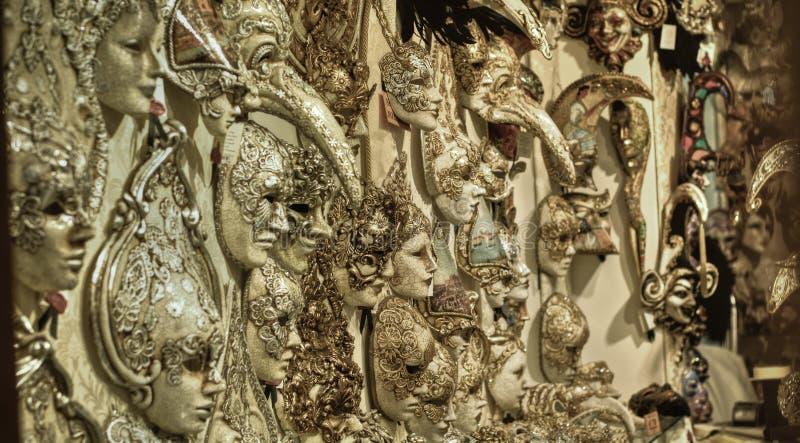 威尼斯式狂欢节的工匠面具 库存图片