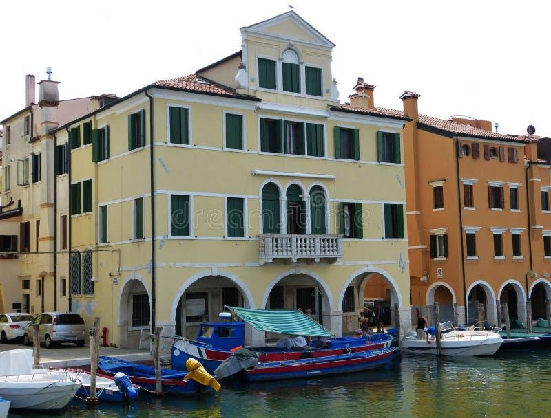 威尼斯式盐水湖、水运河和大厦的,威尼托,意大利基奥贾 免版税库存图片