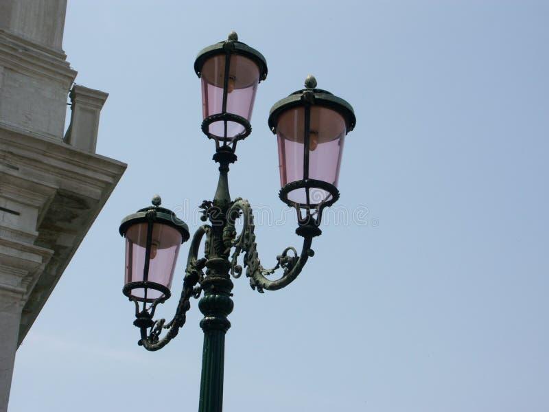 威尼斯式闪亮指示的街道 库存图片