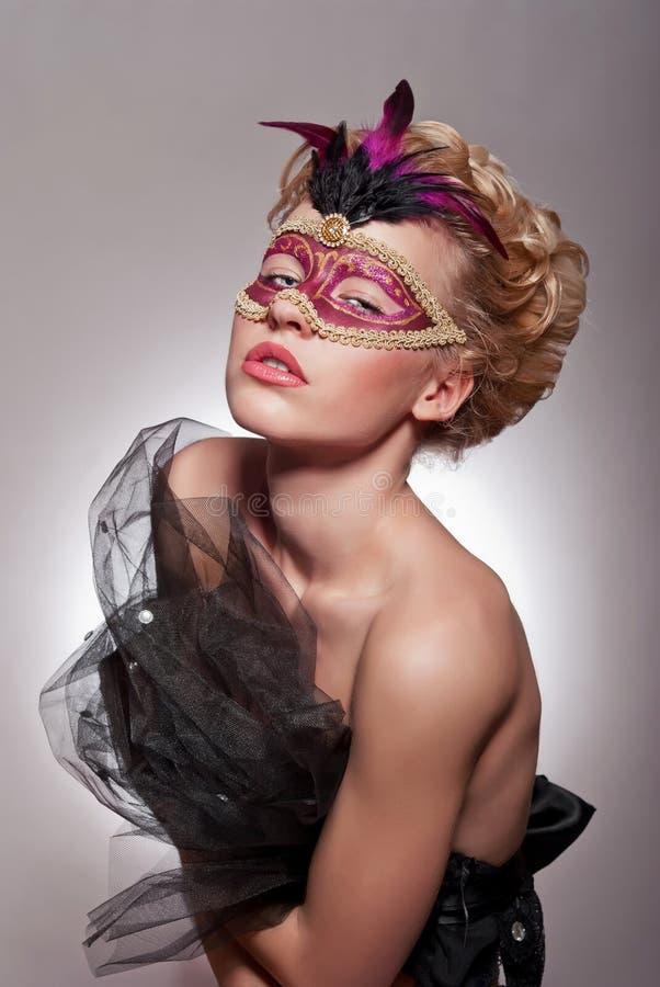 威尼斯式面具的美丽的妇女 免版税库存图片