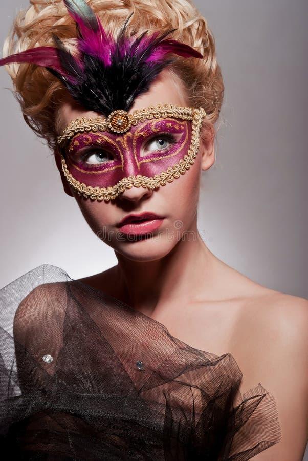 威尼斯式面具的美丽的妇女 图库摄影