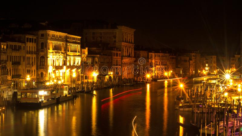 威尼斯桥梁有渠道视图 库存图片