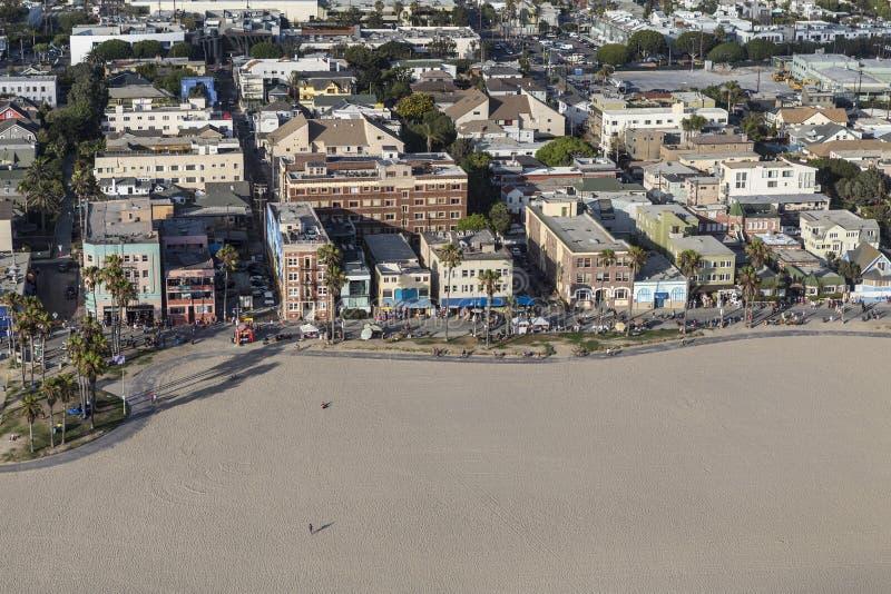 威尼斯海滩木板走道下午鸟瞰图在洛杉矶C 免版税库存图片