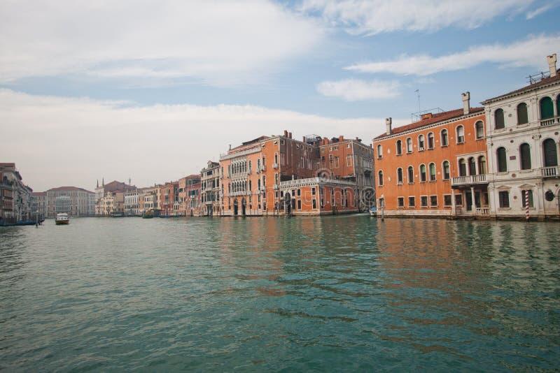 威尼斯渠道和街道  免版税图库摄影