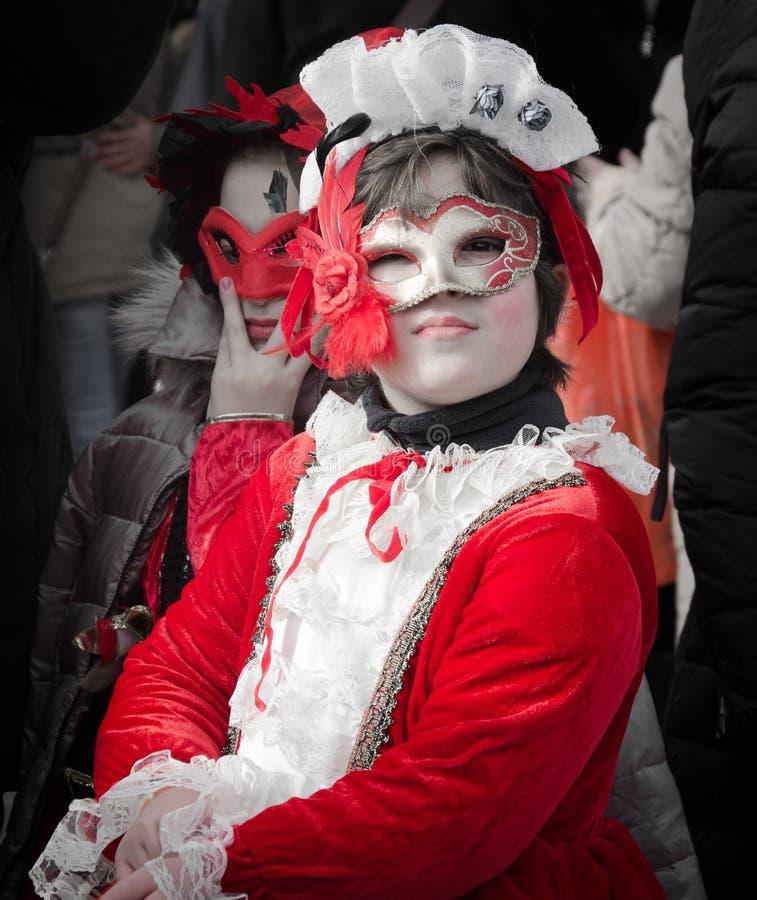 威尼斯狂欢节的红色被掩没的女孩 库存照片