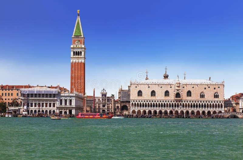 威尼斯看法有圣马克` s正方形和威尼斯式盐水湖的 免版税库存图片