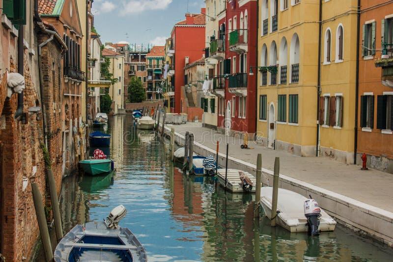 威尼斯运河和不尽的街道的美好的风景  免版税库存图片