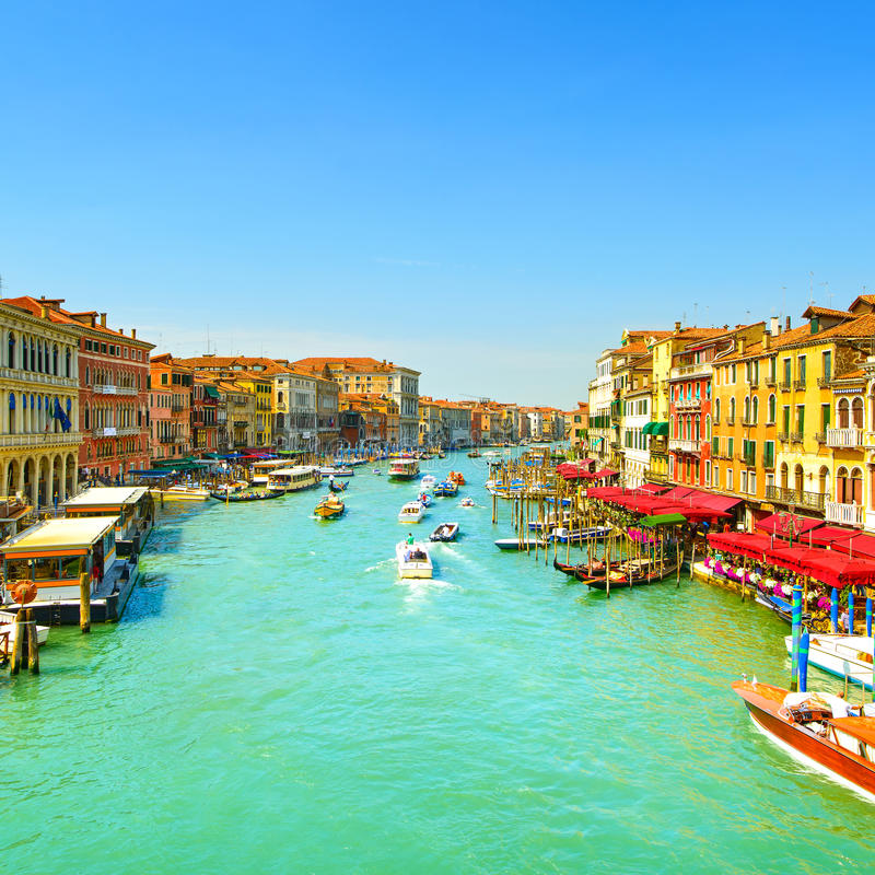 威尼斯重创的大运河或的运河,从Rialto桥梁的看法 Ita 免版税库存图片