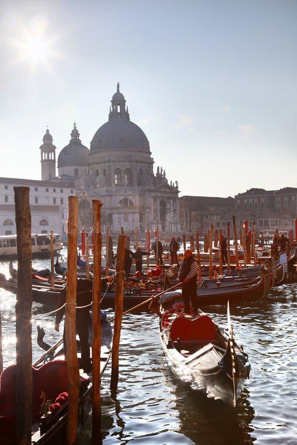 威尼斯,与长平底船的大运河在意大利 免版税图库摄影
