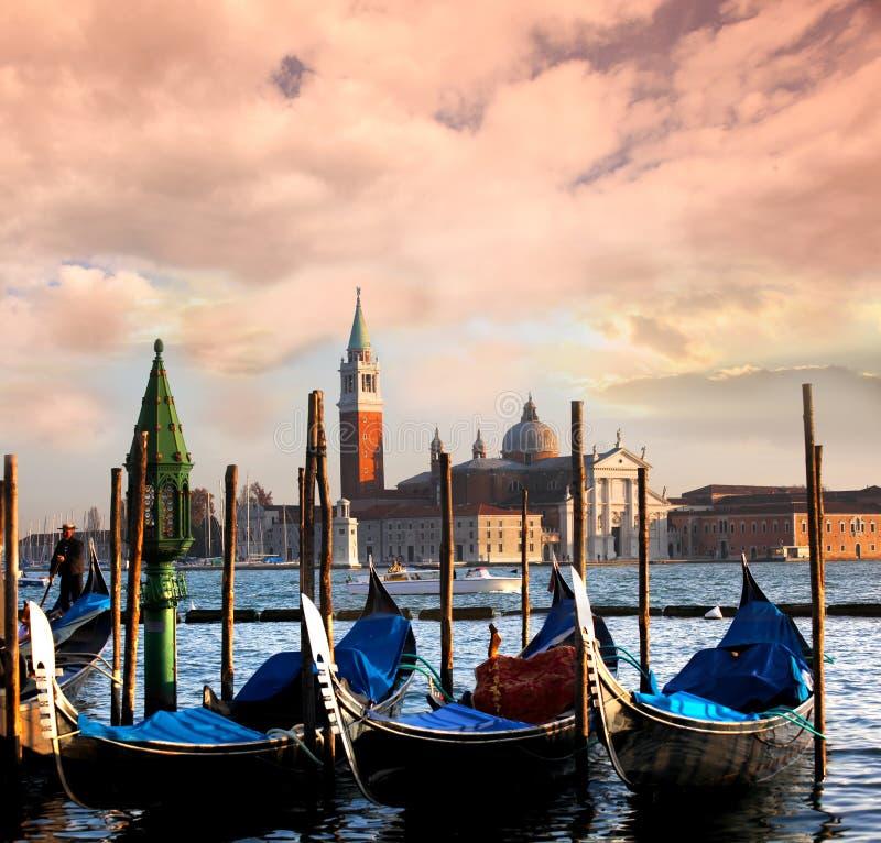 威尼斯,与长平底船的大运河 免版税图库摄影
