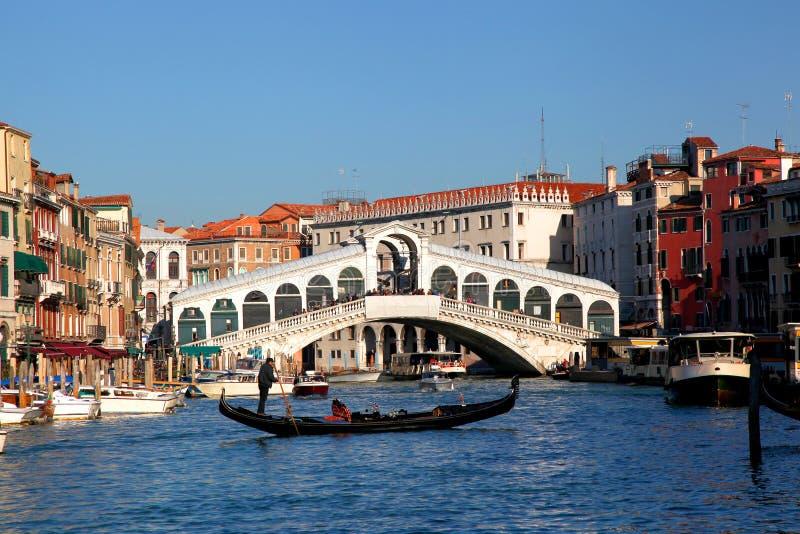 威尼斯,与长平底船的大运河 免版税库存图片