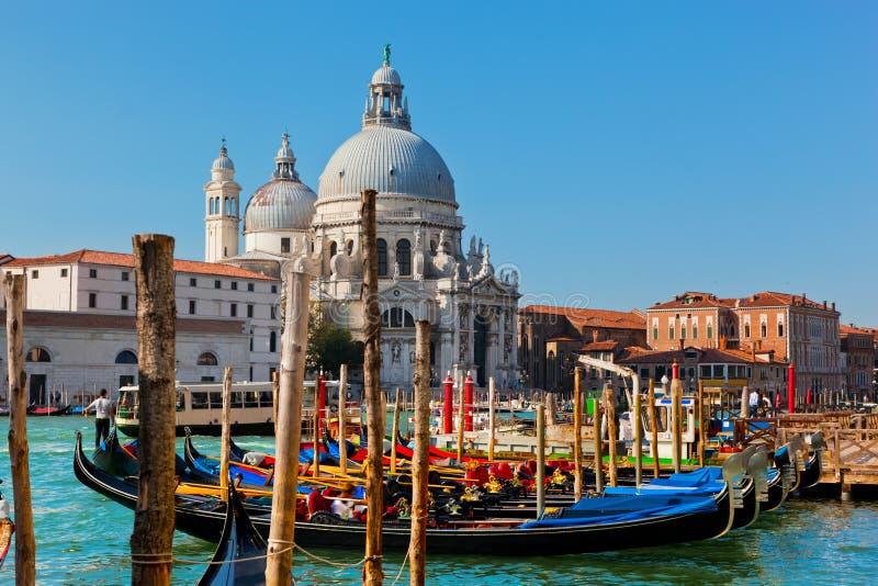 威尼斯,意大利。大教堂圣玛丽亚della致敬和大运河 免版税库存照片