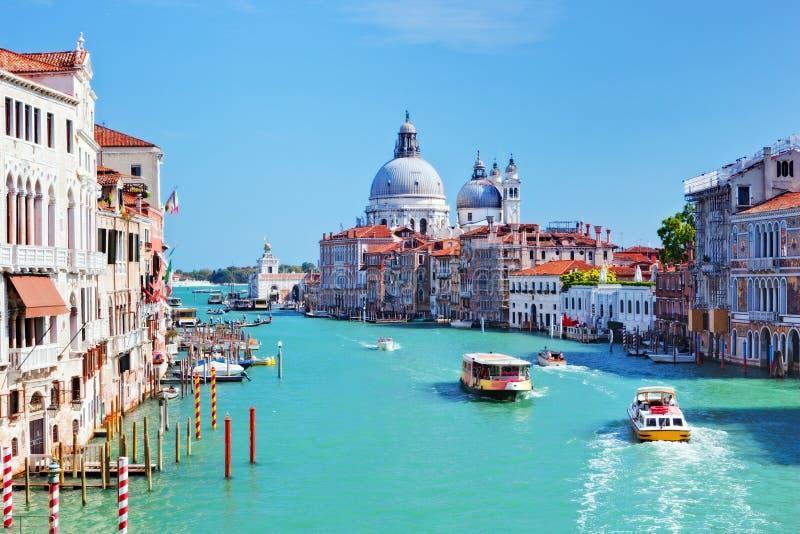 威尼斯,意大利。大运河和大教堂圣玛丽亚della致敬 免版税库存照片