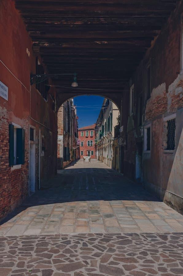 威尼斯,意大利街道和房子  库存图片