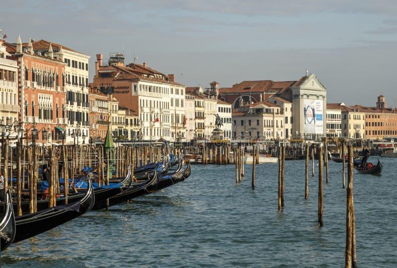 威尼斯,意大利长平底船和都市风景, 2016年 免版税库存图片