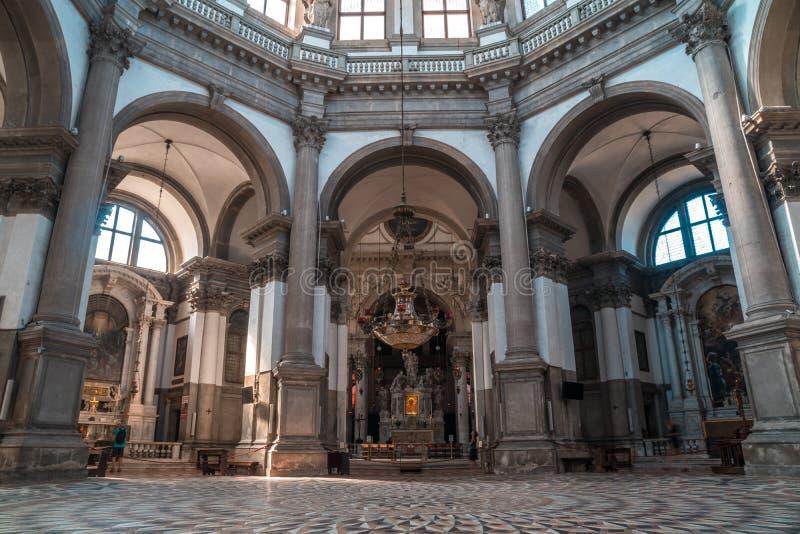 威尼斯,意大利- 16 08 2018年:大教堂二圣玛丽亚内部  图库摄影