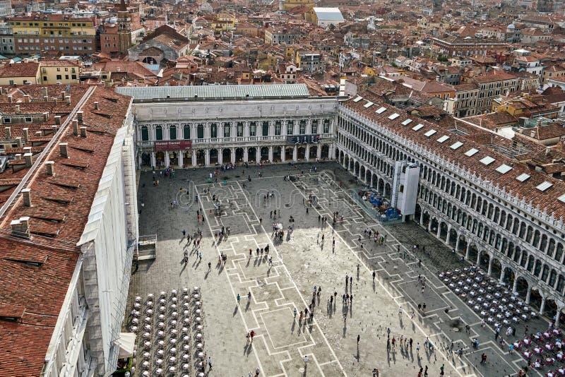 威尼斯,意大利- 2017年 08 10 从Campanille de圣M的鸟瞰图 免版税库存照片