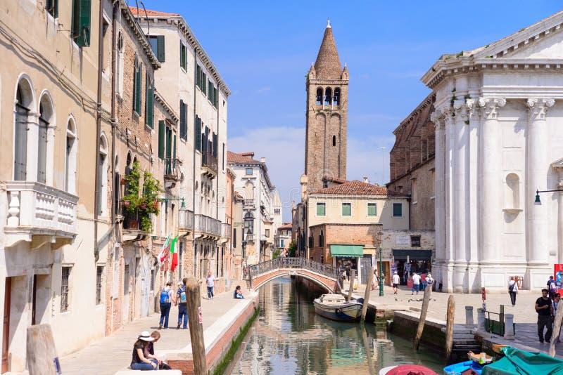 威尼斯,意大利- 2017年5月:有桥梁的运河在威尼斯的心脏 图库摄影