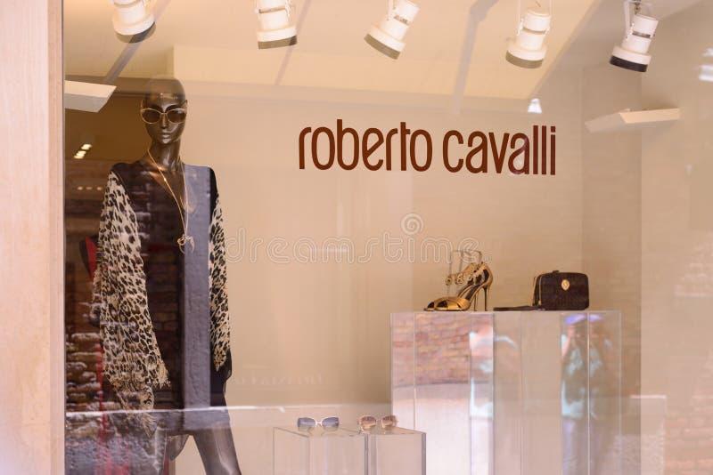 威尼斯,意大利- 2017年5月:罗伯特卡瓦利总店门面在威尼斯 罗伯特卡瓦利是一家举世闻名的时装商店 库存照片