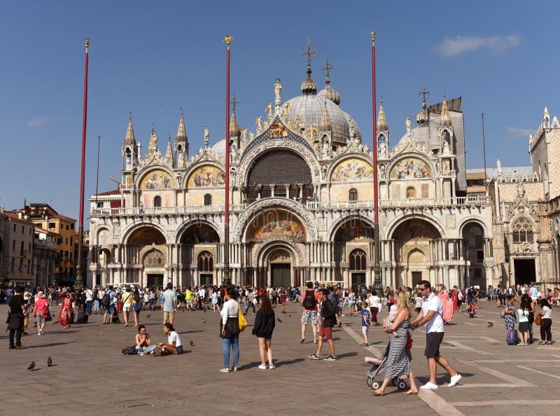 威尼斯,意大利- 2017年6月07日:圣Marco广场的游人和 库存照片
