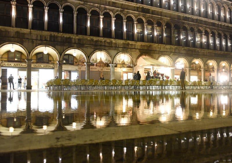 威尼斯,意大利- 2017年6月07日:在圣Marco广场的咖啡馆有ref的 免版税库存照片