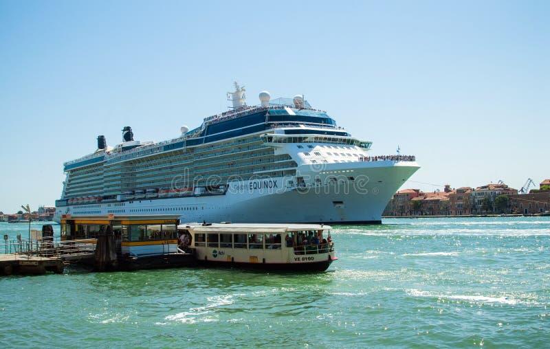 威尼斯,意大利- 2013年8月16日:大巡航划线员'名人昼夜平分点' 库存图片