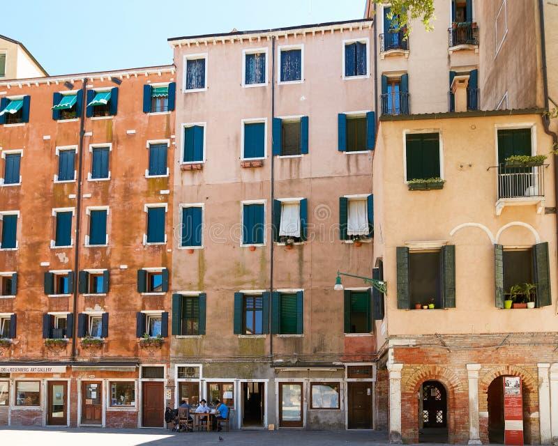 圣马可假日公寓_威尼斯,意大利- 2017年8月14日:一个公寓的古典结构在威尼斯 ...