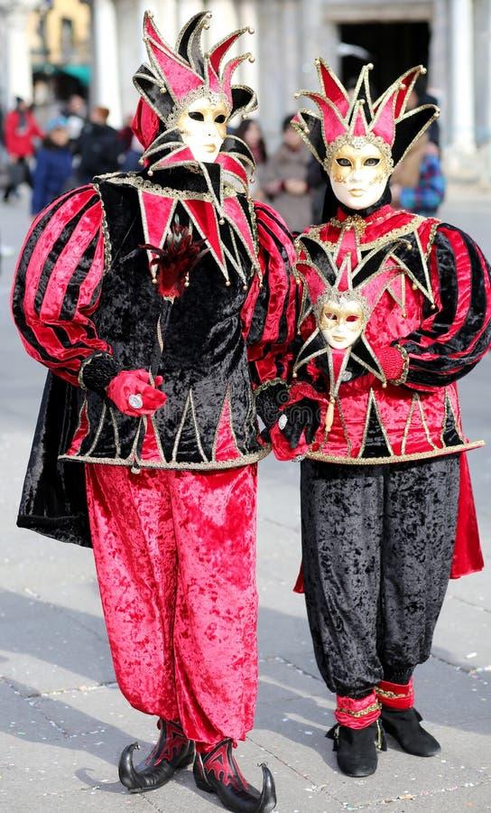 威尼斯,意大利- 2018年2月5日:黑和红色Costum的人们 免版税库存图片