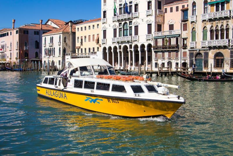 威尼斯,意大利- 2015年3月28日:大运河的看法在Veni 免版税库存图片