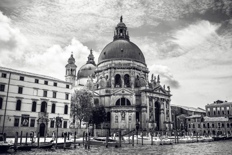 威尼斯,意大利- 2016年8月19日:老中世纪大厦特写镜头著名建筑纪念碑和门面  库存照片