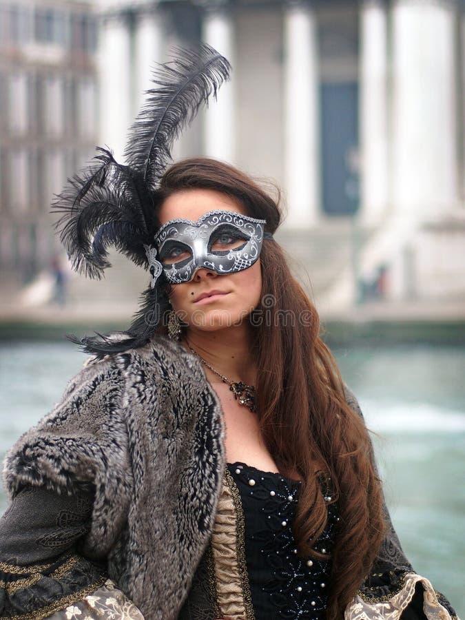 威尼斯,意大利- 2016年1月30日-面具的妇女在威尼斯狂欢节 免版税库存照片